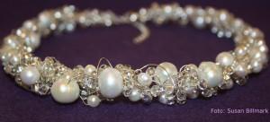 Halsband silver vitt pärlor.jpg