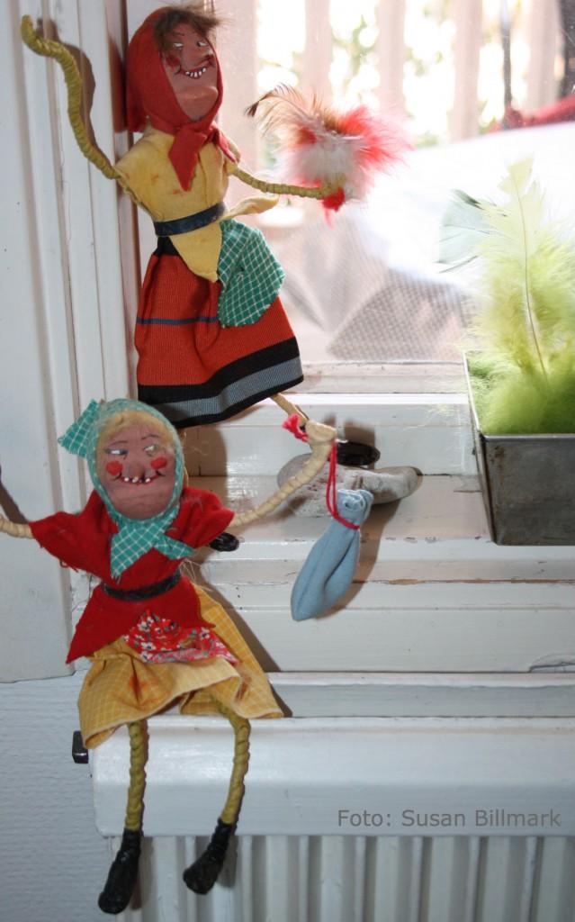 Båda påskkärringarna i fönster