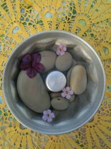 Kakform med Stenar och blommor