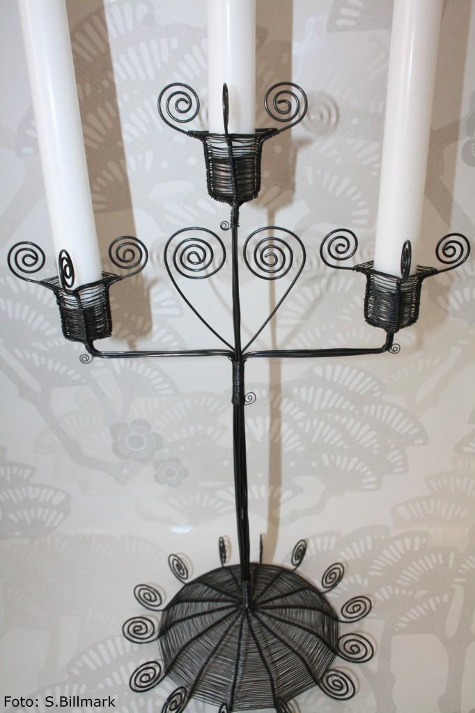 Trearmad ljusstake i svart trådslöjd