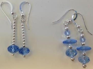 Silver örhängen med blå glaspärlor och blå swarovskikristaller