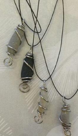 Halsband av stenar från Öland
