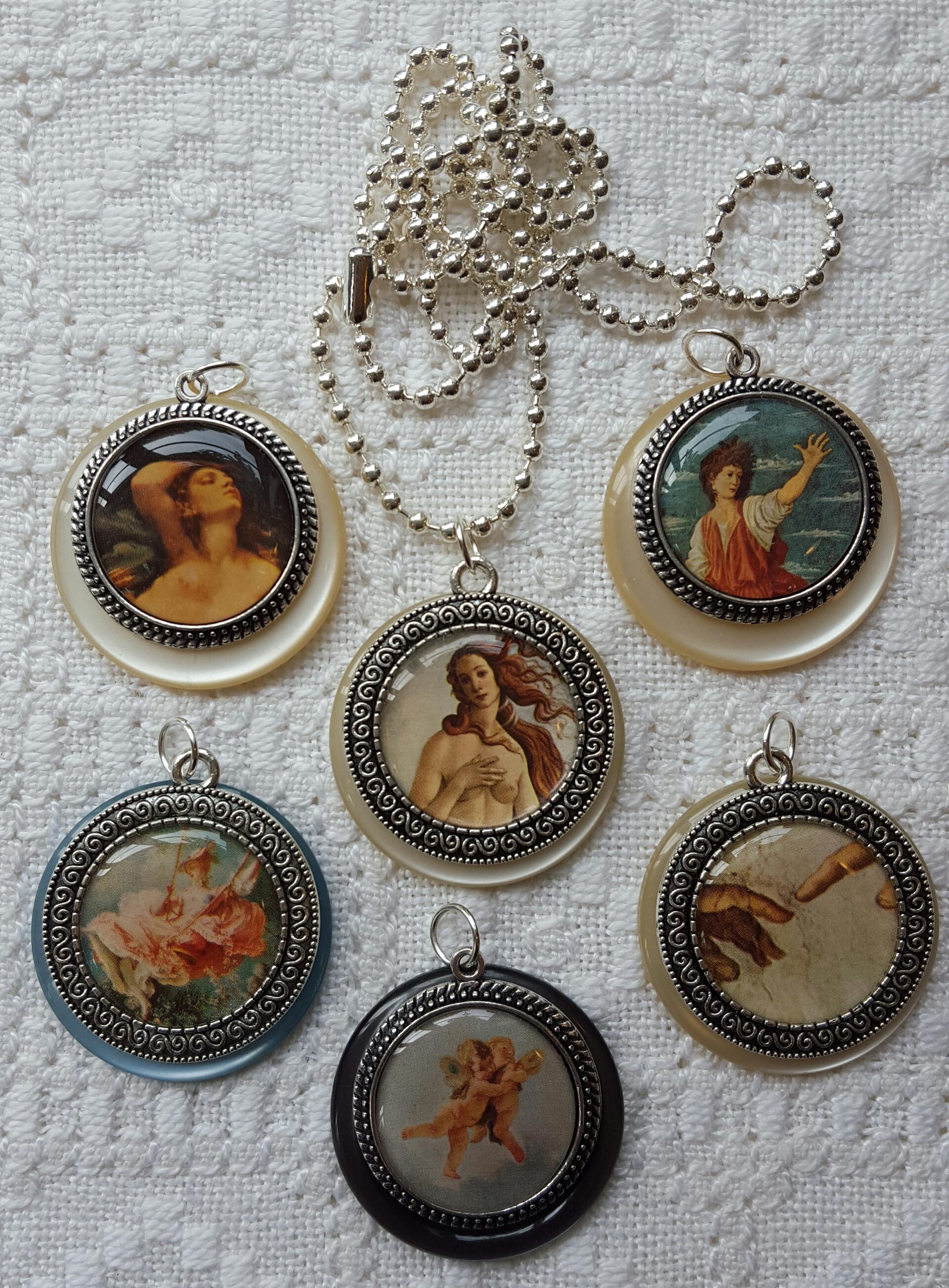 Medaljonger med konstmotiv
